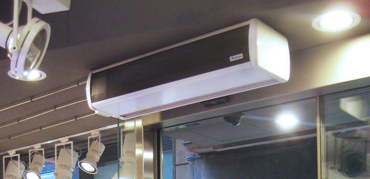 Utilización de cortina de aire para proporcionar un ambiente de mayor sensación térmica